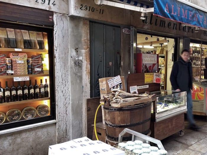 Deli Shop Pietro Ortis&Heirs